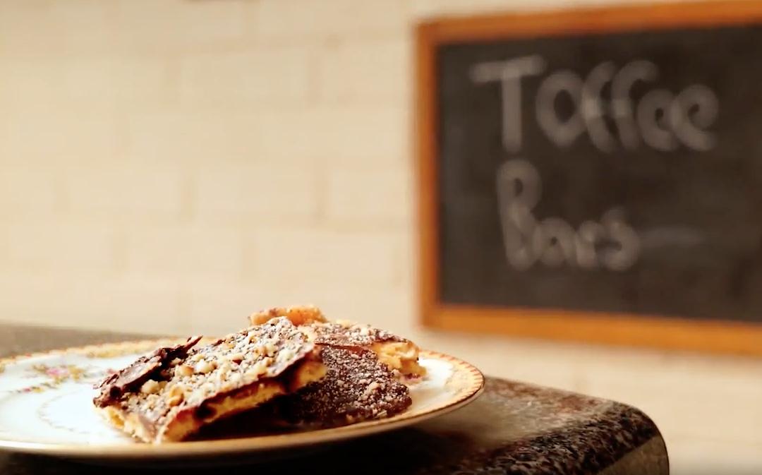 Easy 5 Ingredient Toffee Bars